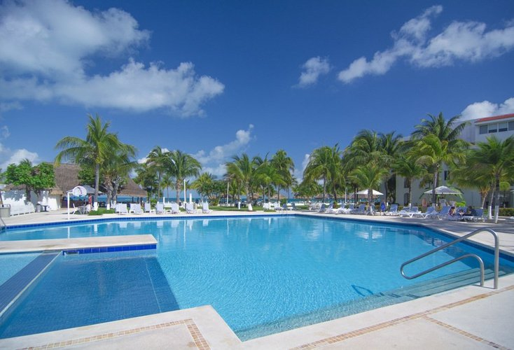 Swimming pool beachscape kin ha villas & suites cancún